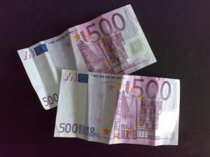 Deux billets de 500..